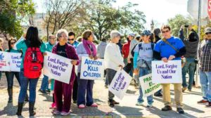 Anti-abortion protesters march around the Texas capitol | Supreme Court Rejects Bid to Block Texas Anti-Abortion Law | featured